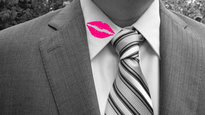 So können Sie Lippenstift restlos entfernen